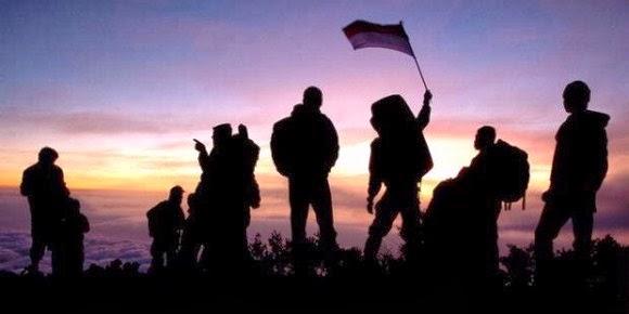 daftar perlengkapan dan peralatan mendaki gunung