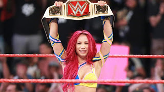 WWE - Sasha Banks acaba con el reinado de Charlotte. en Summerslam llegará un nuevo cinturón
