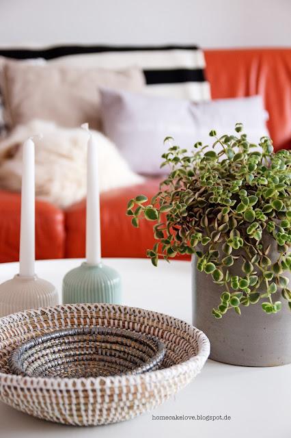 diy holztablett als wanddeko, ikea lampen,wohnzimmer, blumenvase als kerzenständer, vintage blumentopf mit pflanze