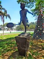 Estátua de Maria Esther Bueno, tricampeã do torneio de Wimbledon, é uma das atletas que pertenceu ao Centro Esportivo Tietê
