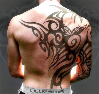 tato tribal yakuza di punggung