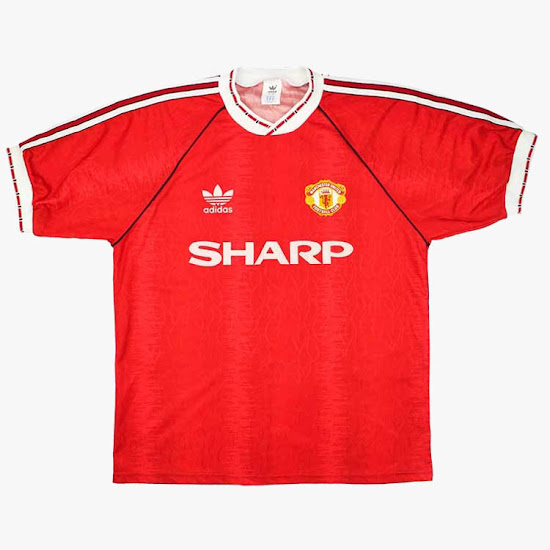 ce42d4ea89d This is the home shirt worn by Manchester United between 1990 and 1992.