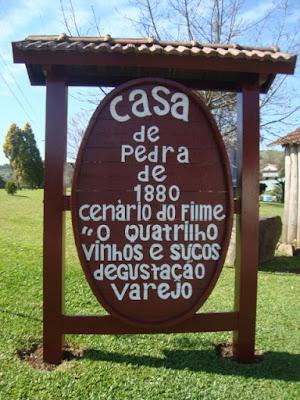 Placa na entrada da Cantina Strapazzon