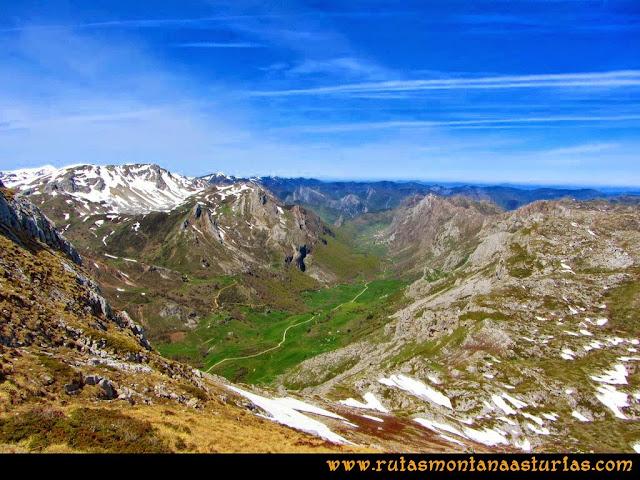 Ruta Farrapona, Albos, Calabazosa: Vista al Valle del Lago