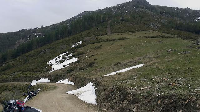 BMW F800GS. Trail Forever. Agua y verde por la Sierra Norte.