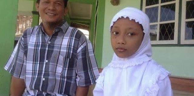 Kisah Nyata: Siswi SD Diusir Sekolah Karena Menggunakan Kerudung Yang Membuat Semua Pembaca Terharu