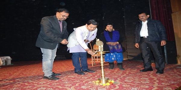 Kala-sanskriti-desh-va-samaj-ki-pahchaan-hoti-hai-Dm