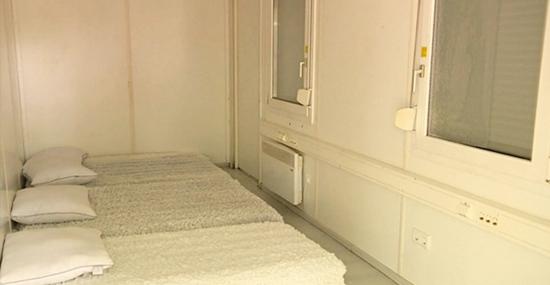 Turista encontra hotel bem barato e depois descobre que era um contêiner