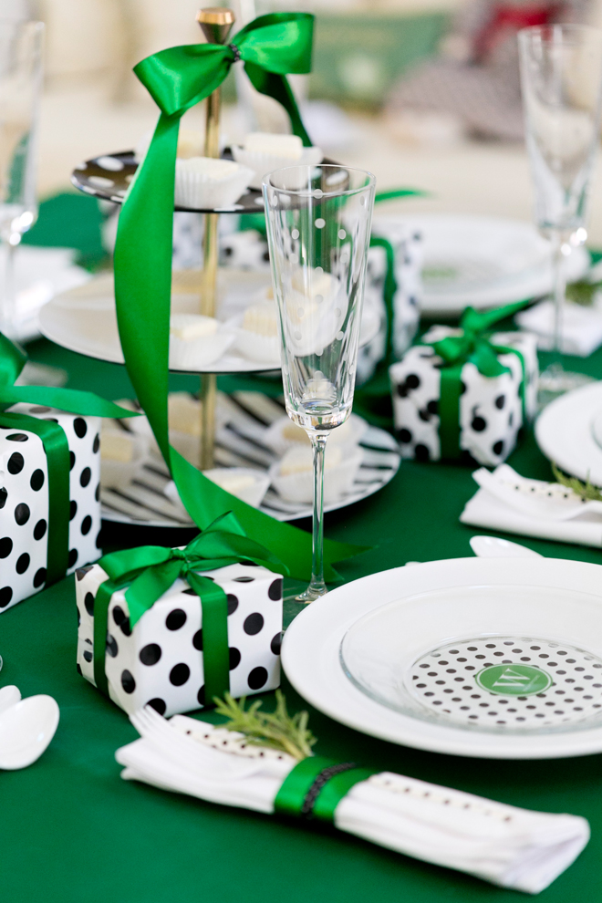 Green, black, and white holiday decor inspiration. | via monicawantsit.com