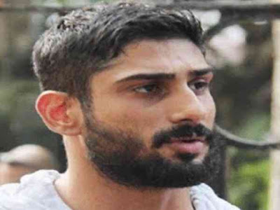 Complaint against Prateik Babbar to hit the Scooter
