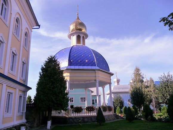 Банчены. Свято-Вознесенский монастырь. Беседка