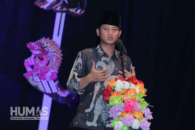 Cak Ipin Bangga Mengenakan Produk Lokal Trenggalek