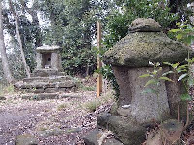 名越切通石廟