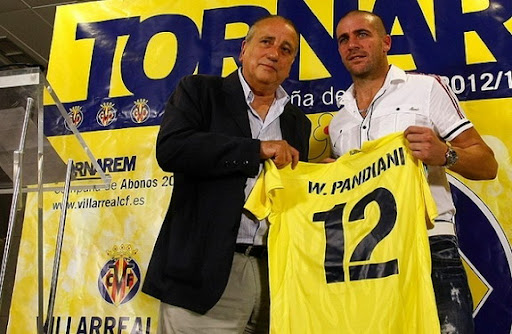 New Villarreal player Walter Pandiani poses with club president Fernando Roig