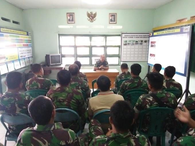 Danramil 0819/18 Pandaan Berikan Jam Komandan Kepada Anggotanya