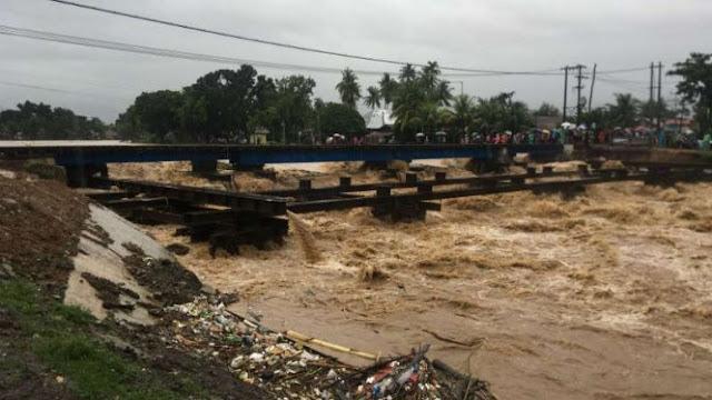 Dua Jembatan Putus Sekaligus setelah Diterjang Banjir di Padang