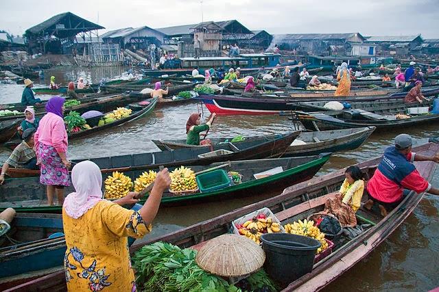 Pasar Terapung Muara Kuin / Pasar Terapung Sungai Barito