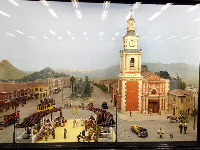 Diorama de la Iglesia de San Francisco y la Alameda de las Delicias, en metro Univerisdad de Chile de Santiago de Chile