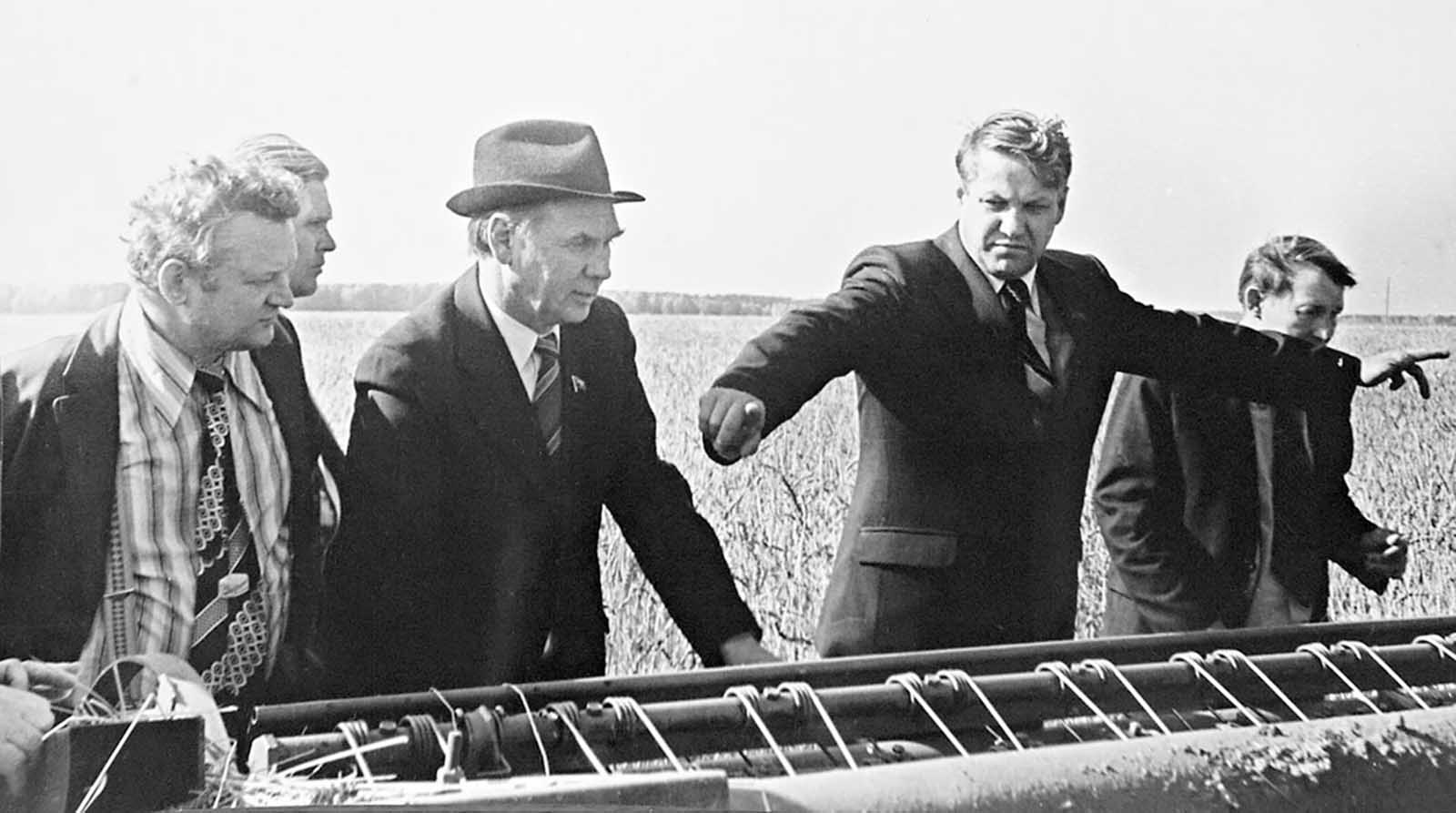 Yeltsin visiting a collective farm during the harvesting time. 1980s.