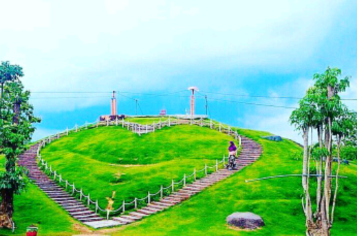 "Wisata Danau Toba: Keindahan Alam ""Bukit Cinta"" Dan ""Bukit Holbung Sipege"" Kabupaten Samosir"
