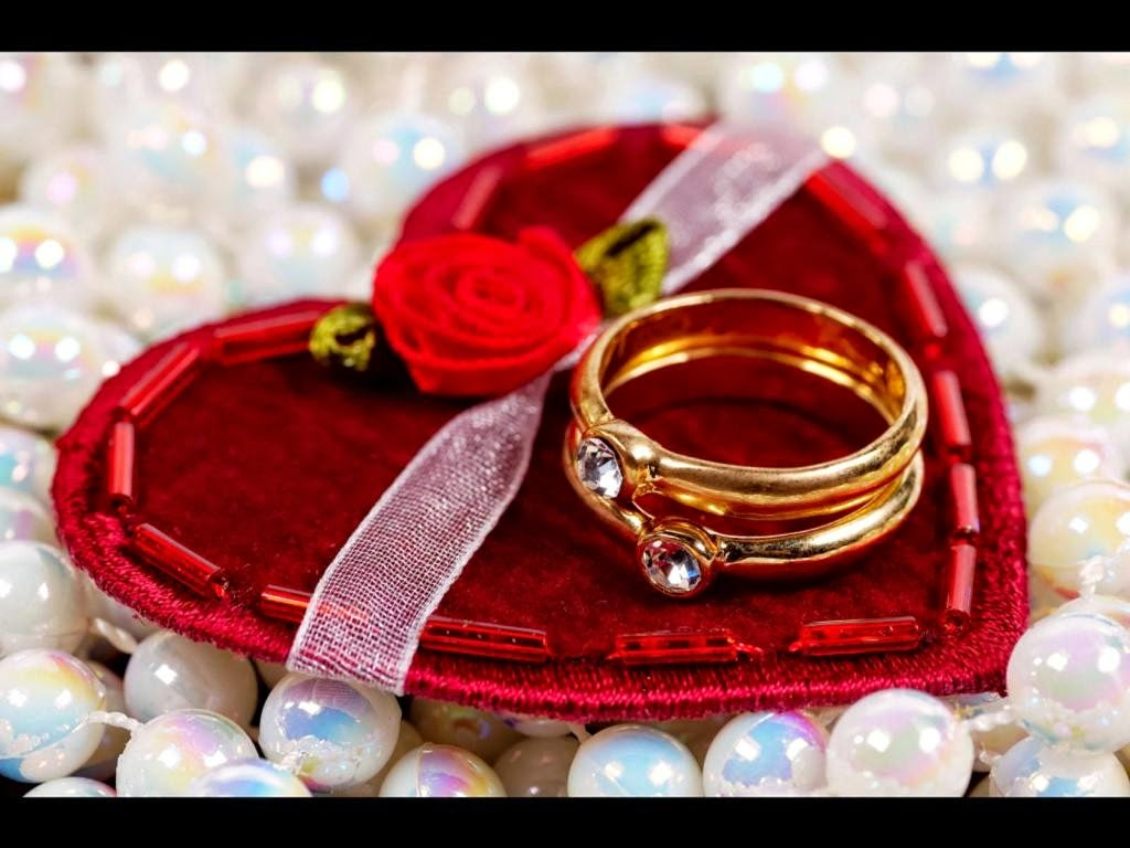 Top 10 Exclusive Valentine S Day Presents For Her Friends A Wide Range Of Gifts Are Given Below Which Will Never Baffle And Dissatisfy Your Lady