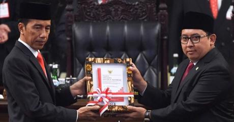 Fadli Zon Unggah Foto Selfie dengan Presiden Jokowi, Netizen: Habis Selfie Asal Gak Mencaci