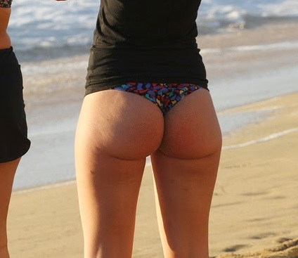 Huge thick juicy candid booty in thong bikini showing pawg ass 1