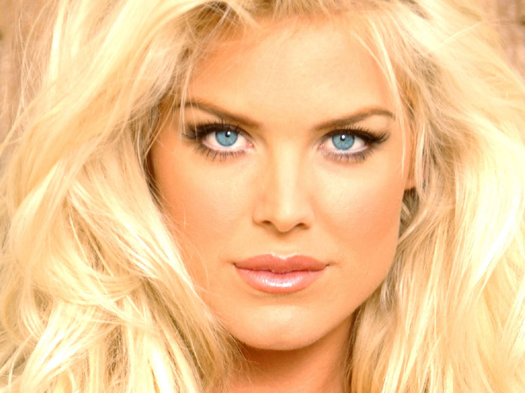 Victoria Silvstedt Biography and Photos - Girls Idols ...