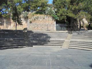 το υπαίθριο Θέατρο στο Κάστρο της Καλαμάτας