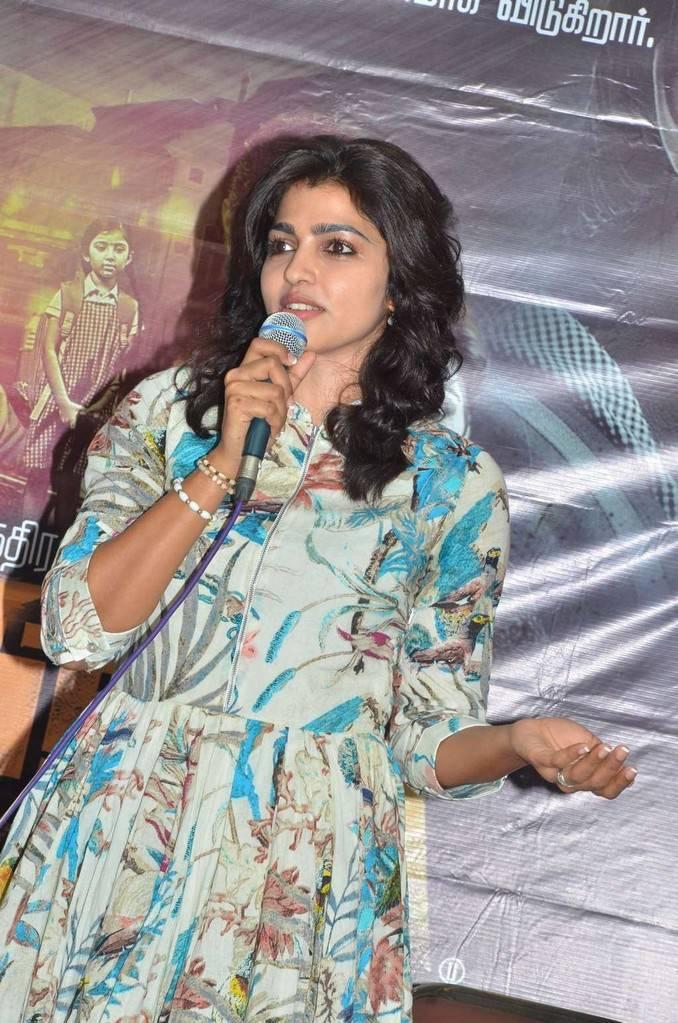 Sai Dhansika At Vizhithiru Movie Press Meet Event Gallery