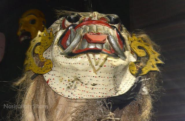 Berbagai koleksi  dalam museum d'topeng