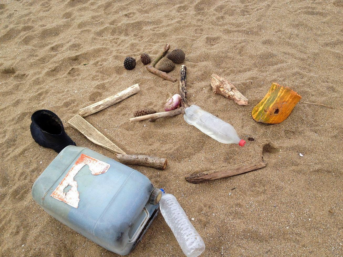 basura en la playa 03