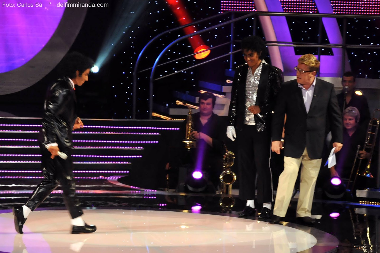 "Delfim Miranda - Michael Jackson Tribute - Showing how to do the ""moonwalk"" - Live on TVI"