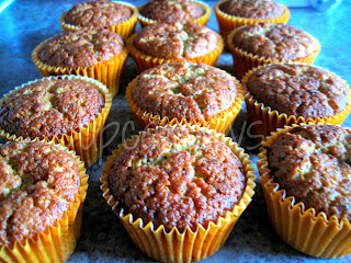 http://www.cupcakeluvs.blogspot.dk/2013/04/appelsin-mandel-birkes-cupcakes-orange.html