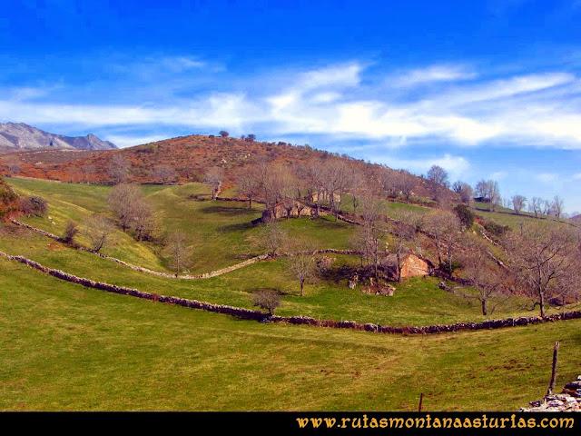 Ruta peña Manteca o Horru: Cabañas en las praderas