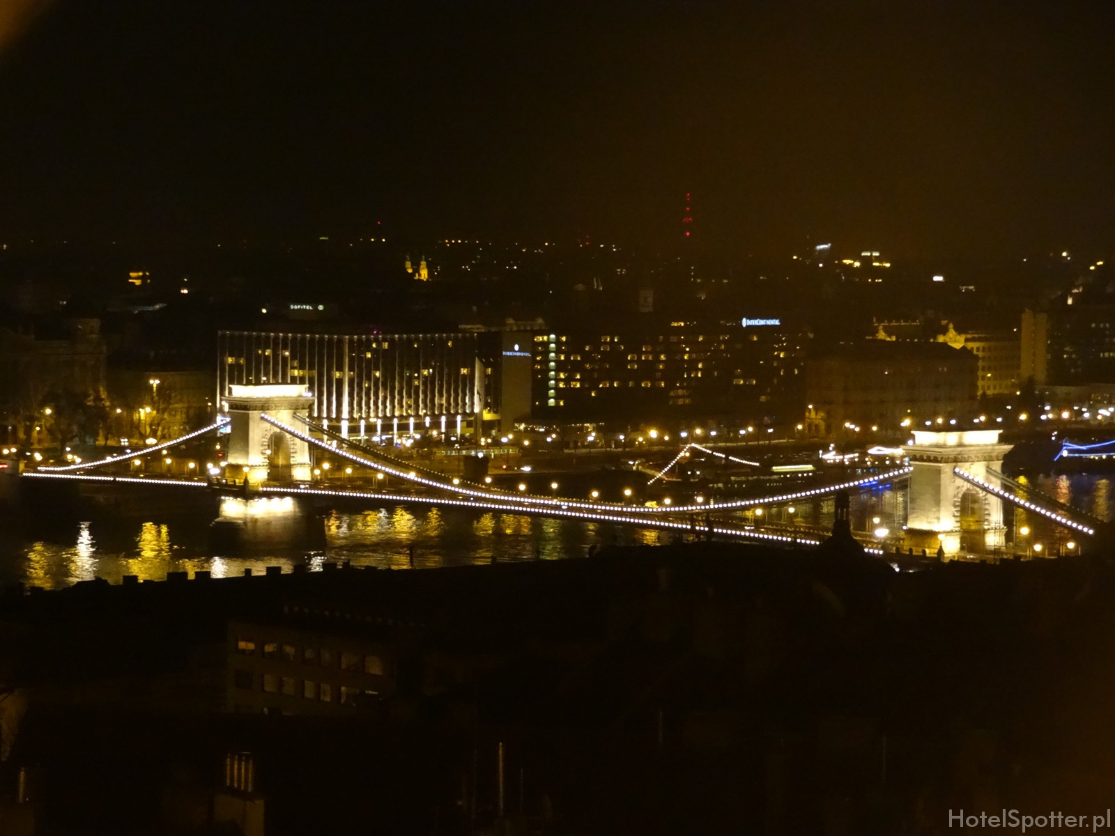 Sofitel Budapest Chain Bridge widok na hotel i Most Lancuchowy