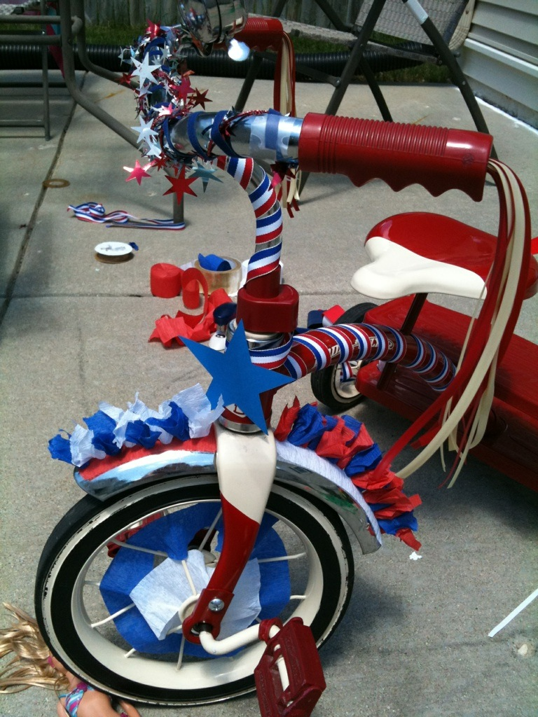Red & Blonde Tangles: 4th of July bike decorating
