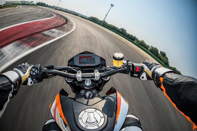 New KTM 690 DUKE 2016 in recing track Hd Pictures