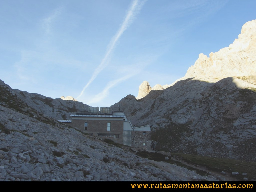 Ruta Urriellu, Canal de la Celada, Collada Bonita, Moñetas, Vegas del Toro: Saliendo del Refugio a la Canal de la Celada