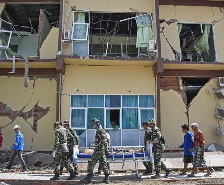 rumah rusak karena gempa