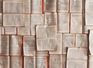 Gambar buku banyak bertumpuk-tumpukan