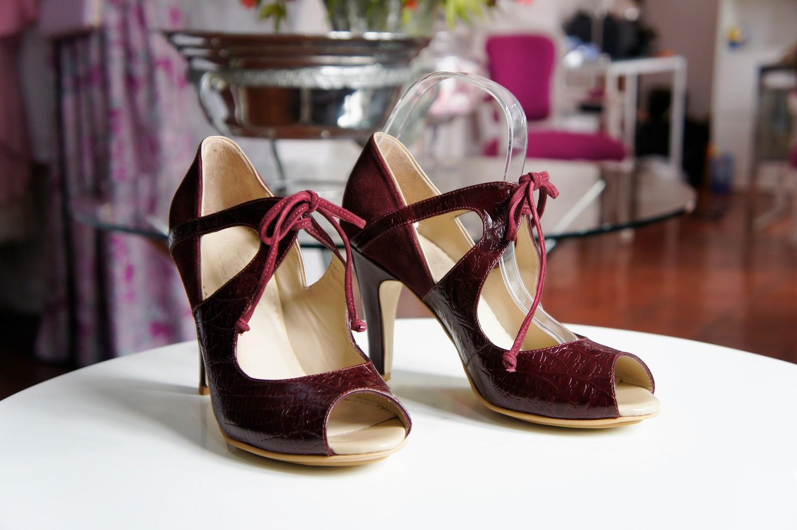 zapatos rojos oscuro
