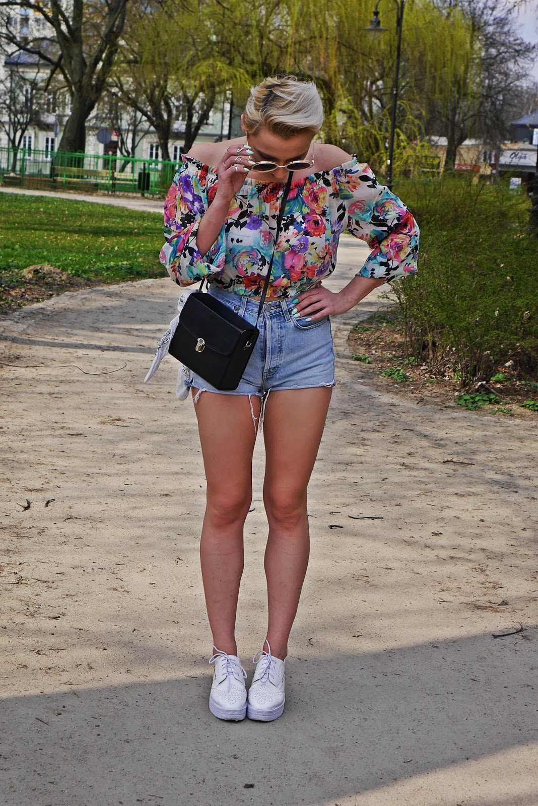 high_waist_shorts_floral_off_shoulder_top_platform_shoes_karyn_blog_110417b