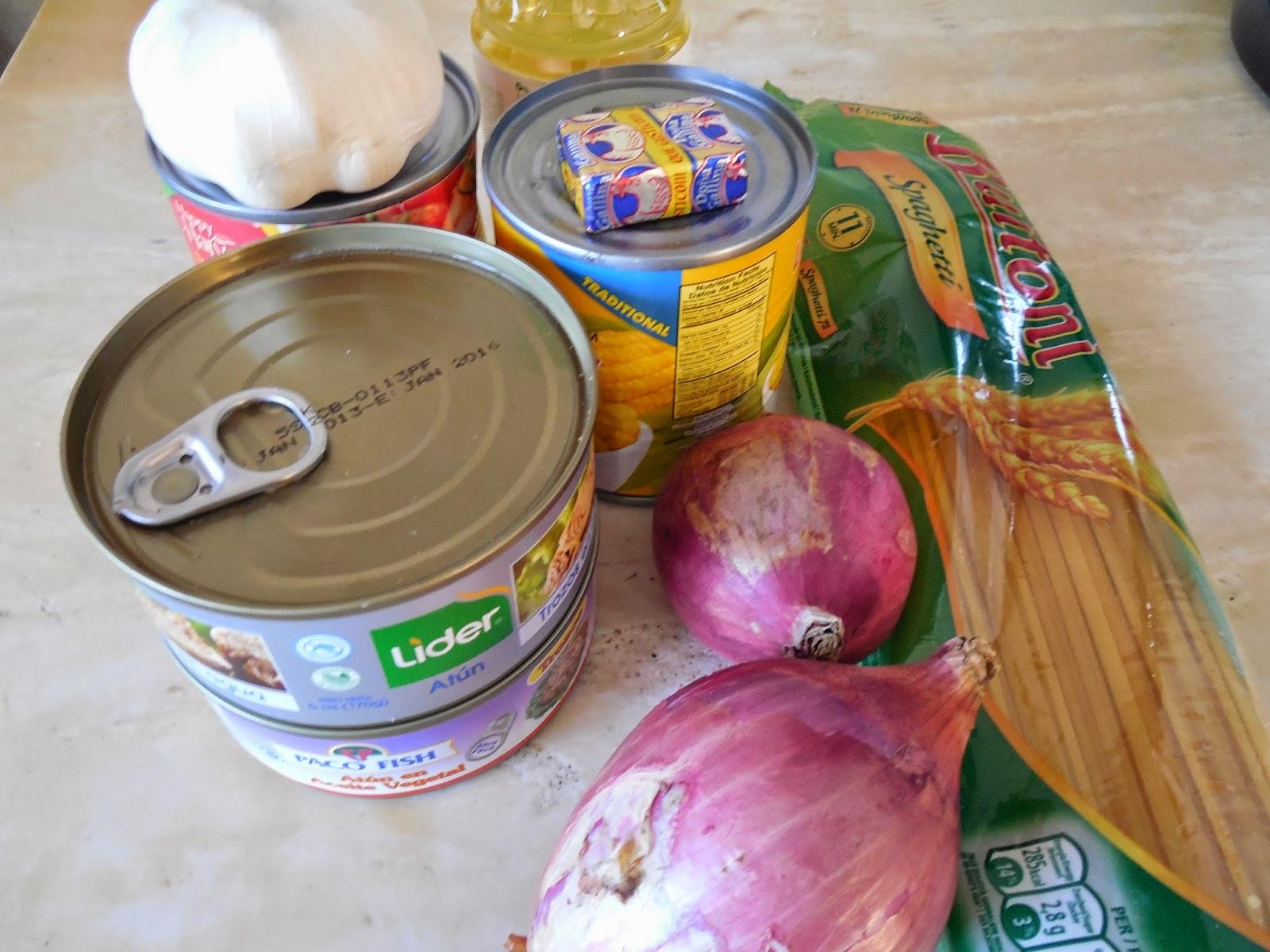 Cocina casera Repblica Dominicana Espaguetis con tuna y maiz y fritos de platano verde
