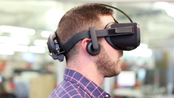 فيسبوك تكشف عن خوذتها الجديدة للواقع الافتراضي Oculus Santa Cruz
