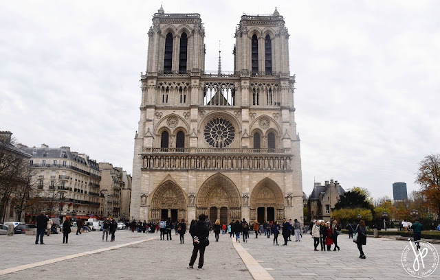 Catholic cathedral, tourists, paris