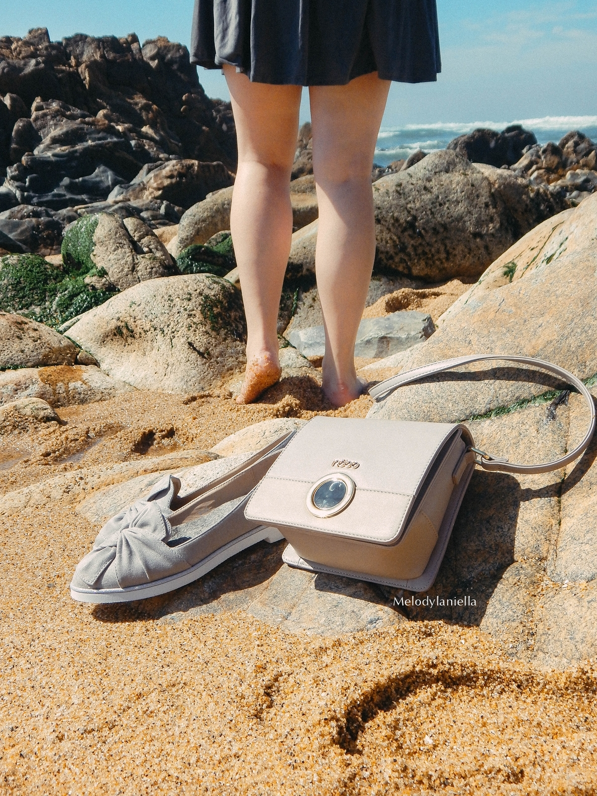 11 stylizacja porto portugalskie plaże co zobaczyć w portugalii szara sukienka sznurowana na plecach sukienka z zamszu szare sukienki sznurowania jaka sukienka dla blondynek mini szare espadryle biżuteria