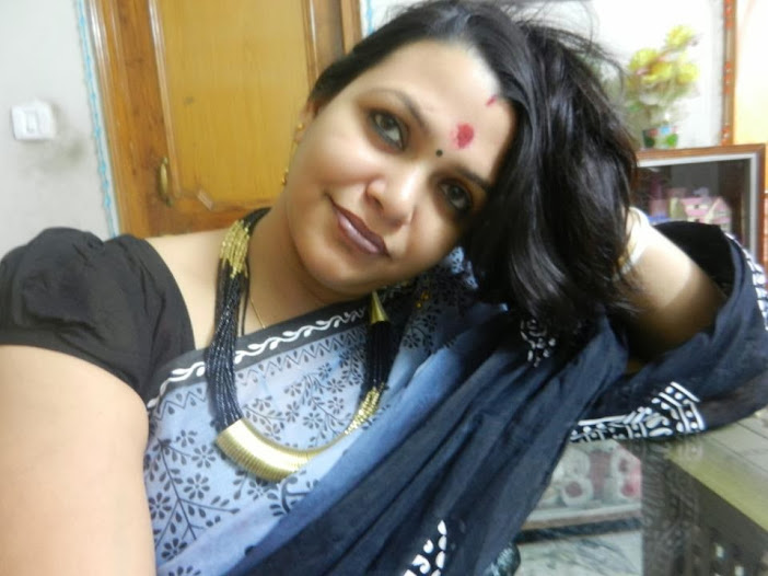 Hot Bobby Anita (Yoga Trainer) Hot in Saree