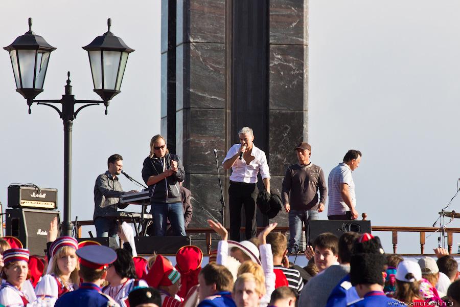 Олег Газманов закончил выступление на концерте посвященном Тысячелетию единения мордовского народа с народами Российского государства