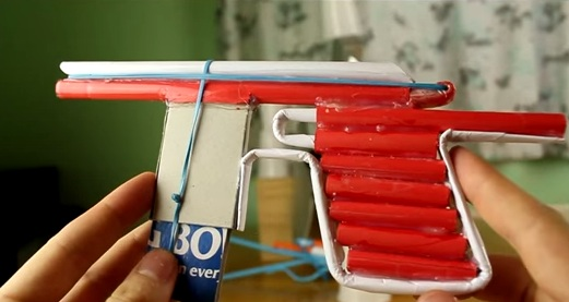 Cách làm súng lục bằng giấy bắn được nhiều đạn-9